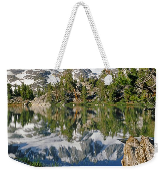 2m6443-v-palisade Peaks And Summit Lake V Weekender Tote Bag