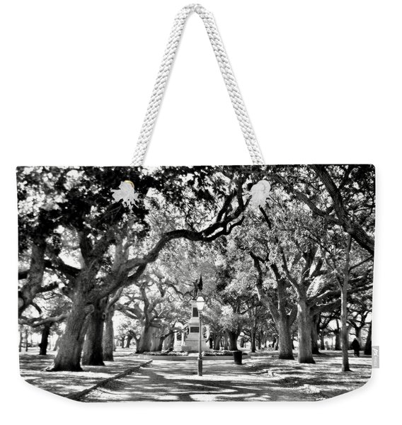 White Point Gardens At Battery Park Charleston Sc Black And White Weekender Tote Bag