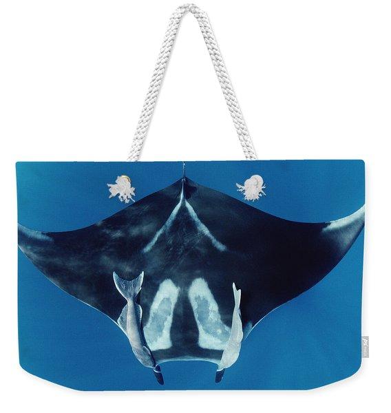 Manta Ray With Remoras Hallcion Reef Weekender Tote Bag