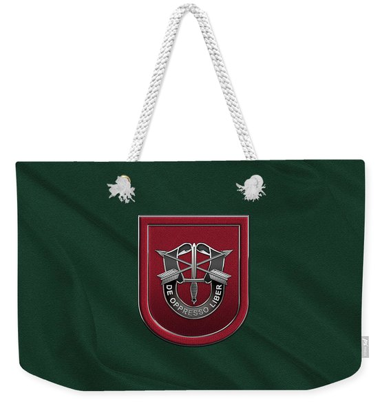 U. S.  Army 7th Special Forces Group - 7 S F G  Beret Flash Over Green Beret Felt Weekender Tote Bag