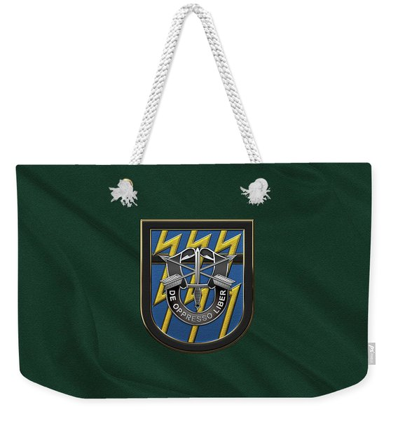 U. S.  Army 12th Special Forces Group - 12 S F G  Beret Flash Over Green Beret Felt Weekender Tote Bag