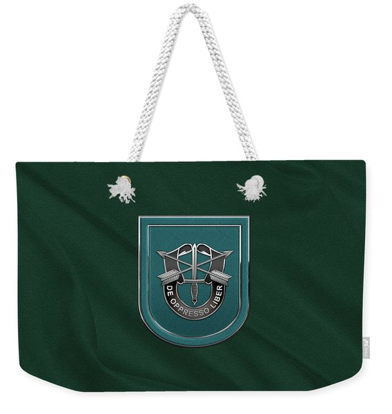 U. S.  Army 19th Special Forces Group - 19 S F G  Beret Flash Over Green Beret Felt Weekender Tote Bag