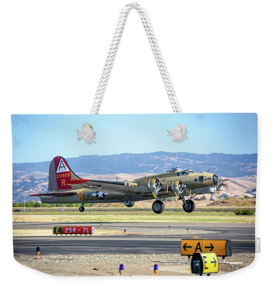 B17 Flying Fortress Takeoff At Livermore Weekender Tote Bag