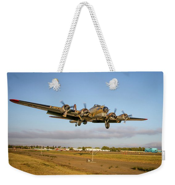 B17 Short Final At Livermore Weekender Tote Bag