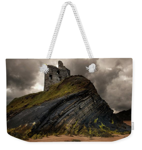Weekender Tote Bag featuring the photograph Forgotten Castle In Ballybunion by Jaroslaw Blaminsky