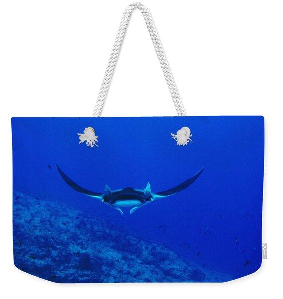 Gianta Pacific Manta Ray Swimming Weekender Tote Bag