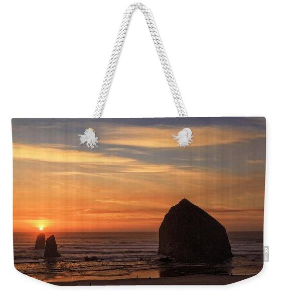 Haystack Rock Ocean Sunset, Cannon Beach, Oregon Weekender Tote Bag