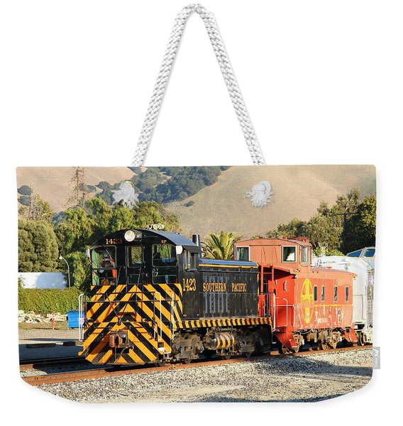 Historic Niles Trains In California . Old Southern Pacific Locomotive And Sante Fe Caboose . 7d10821 Weekender Tote Bag