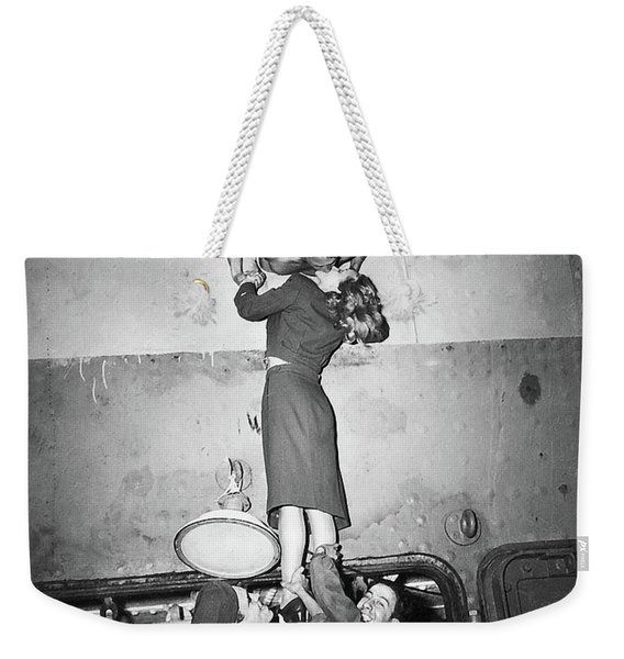 Marlene Dietrich Kissing Soldier Returning From Ww2 1945 Weekender Tote Bag
