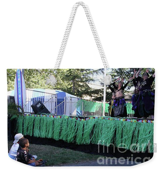 Weekender Tote Bag featuring the photograph Mesmerized By Those Bellies by Cynthia Marcopulos