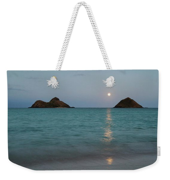 Weekender Tote Bag featuring the photograph Moonrise At Lanikai by Charmian Vistaunet