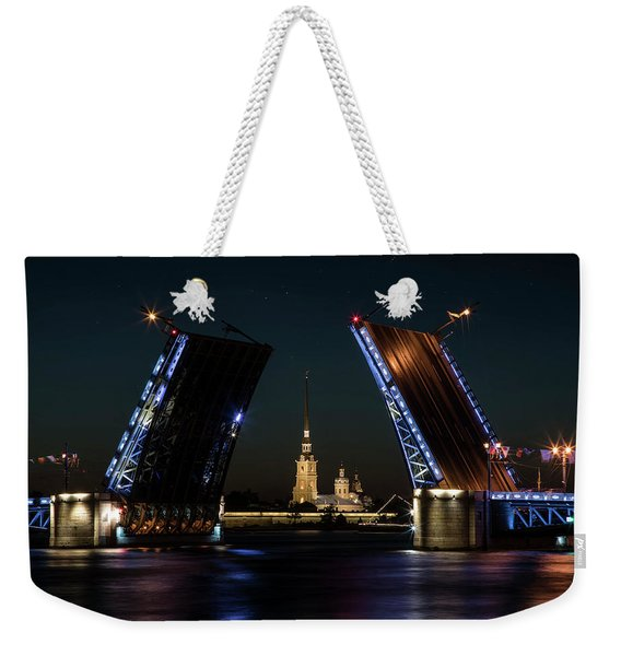 Weekender Tote Bag featuring the photograph Palace Bridge At Night by Jaroslaw Blaminsky