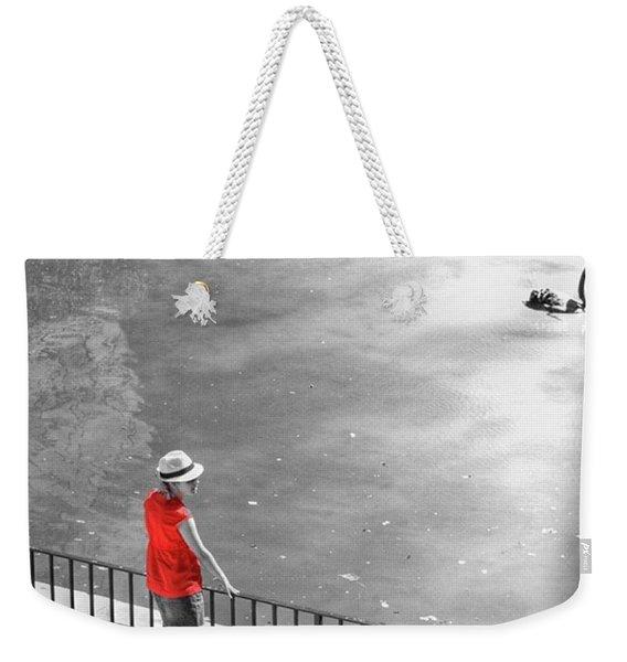 Red Shirt, Black Swanla Seu, Palma De Weekender Tote Bag