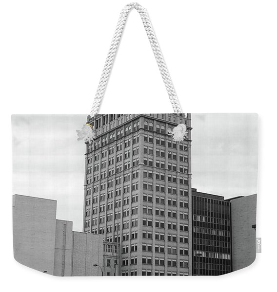 Rochester, Ny - Kodak Building 2005 Bw Weekender Tote Bag