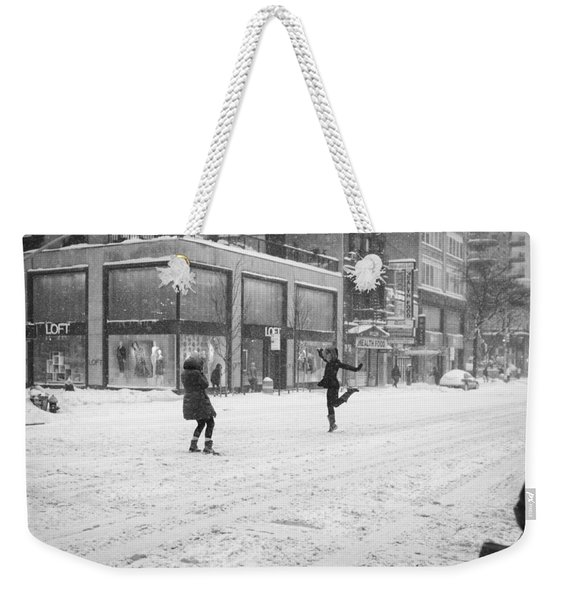 Snow Dance - Le - 10 X 16 Weekender Tote Bag