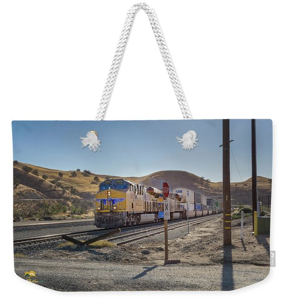 Weekender Tote Bag featuring the photograph Up7472 by Jim Thompson
