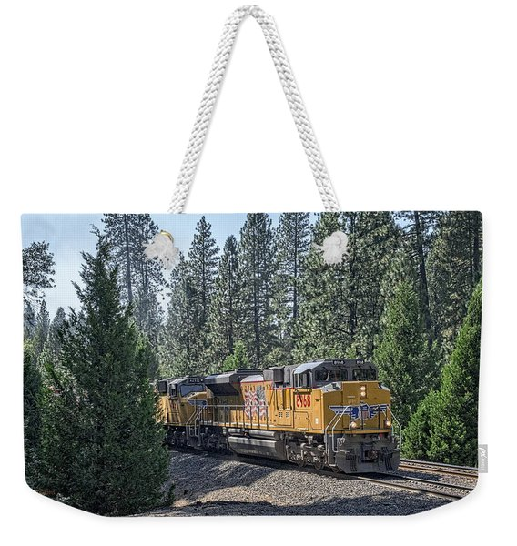 Weekender Tote Bag featuring the photograph Up8968 by Jim Thompson