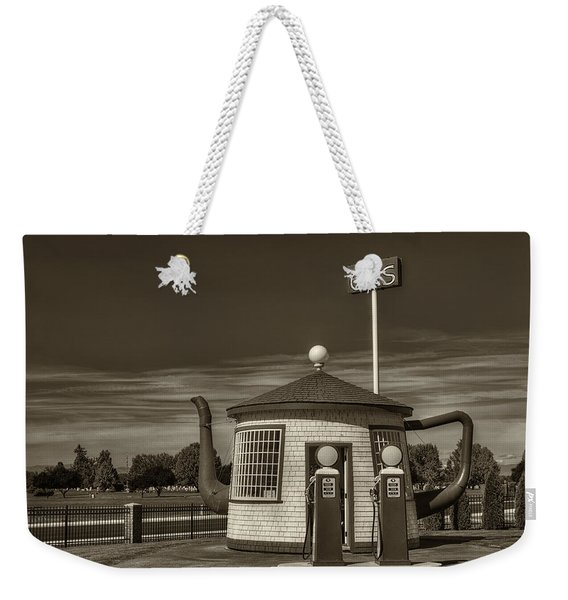 Vintage Gas Station - Zillah Teapot Dome  Weekender Tote Bag
