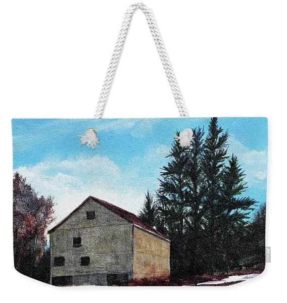 Barn Harlow, Ma Weekender Tote Bag
