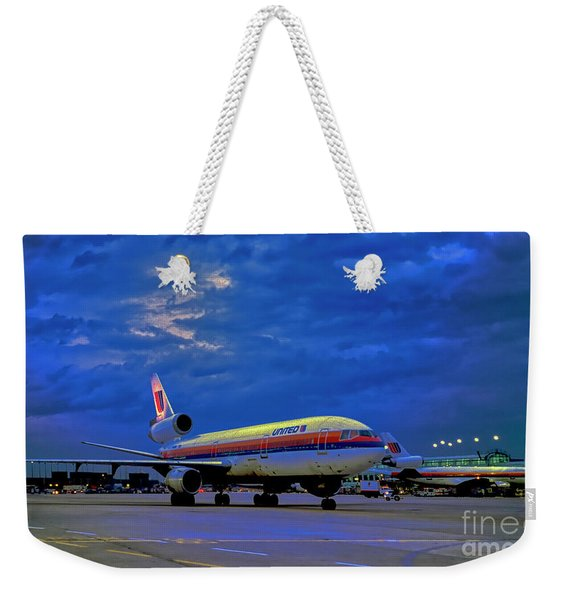 Dc10-30 Taxi Chicago Ohare Early Morning  521010057 Weekender Tote Bag