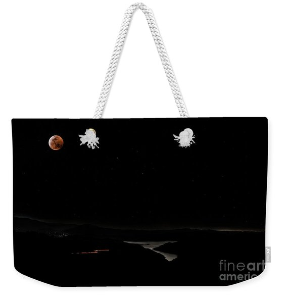 Super Blood Wolf Moon Eclipse Over Lake Casitas At Ventura County, California Weekender Tote Bag