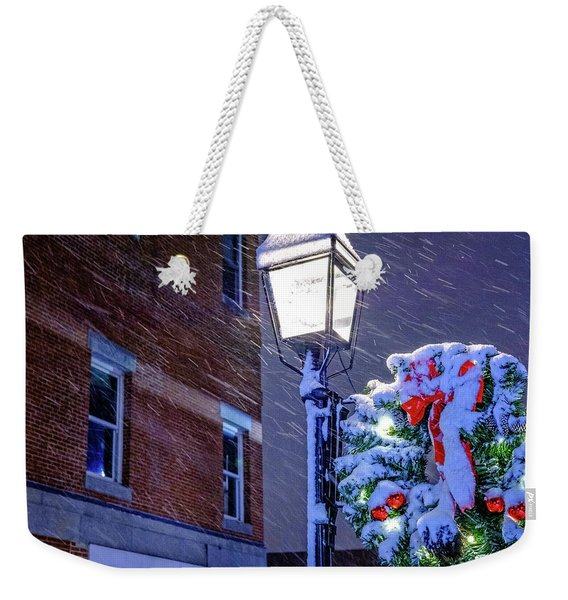 Weekender Tote Bag featuring the photograph Wreath On A Lamp Post by Jeff Sinon
