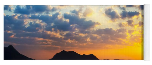 Sea Of Clouds On Sunrise With Ray Lighting Yoga Mat