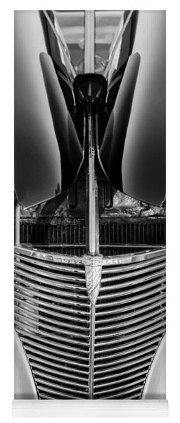 1939 Chevrolet Coupe Grille -115bw Yoga Mat