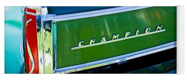 1941 Sudebaker Champion Coupe Emblem Yoga Mat