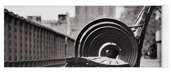 Bench's Circles And Brooklyn Bridge - Brooklyn Heights Promenade - New York City Yoga Mat