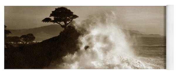 Big Wave Hitting The Lone Cypress Tree Pebble Beach California 1916 Yoga Mat