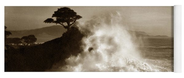 Big Wave Hitting The Lone Cypress Tree Pebble Beach California 1916 Yoga Mat
