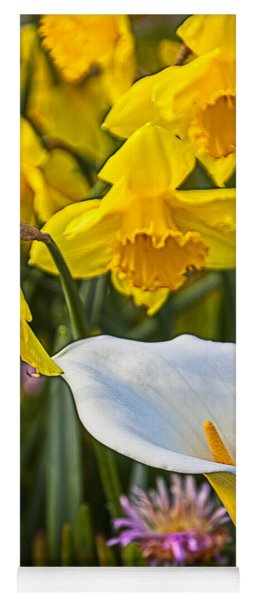 Calla Lily And Doffodils Yoga Mat