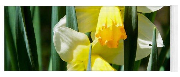 Daffodil Hug Yoga Mat