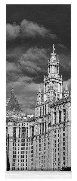 New York Municipal Building - Black And White Yoga Mat