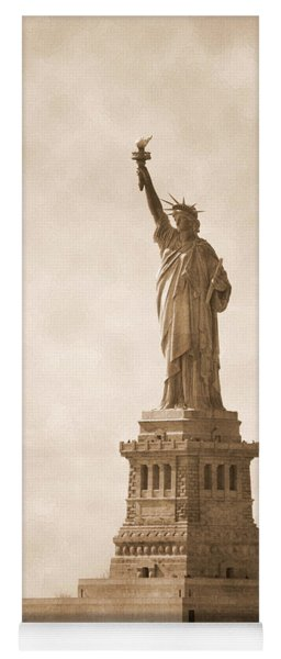 Vintage Statue Of Liberty Yoga Mat