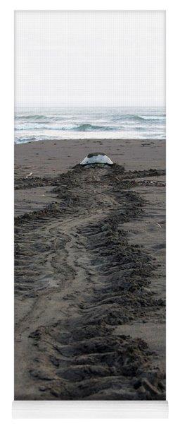 Green Sea Turtle Returning To Sea Yoga Mat