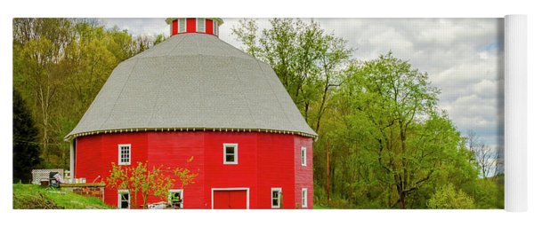 16 Sided Barn Yoga Mat