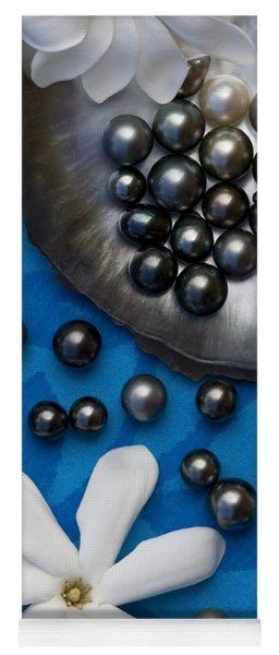Black Pearls And Tiare Flowers Yoga Mat