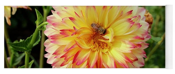 Bee In The Middle Yoga Mat