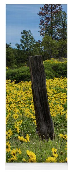 Blooming Fence Yoga Mat