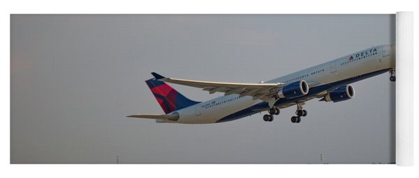 Delta Airlines Jet N827nw Airbus A330-300 Atlanta Airplane Art Yoga Mat