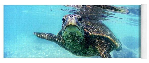 friendly Hawaiian sea turtle  Yoga Mat
