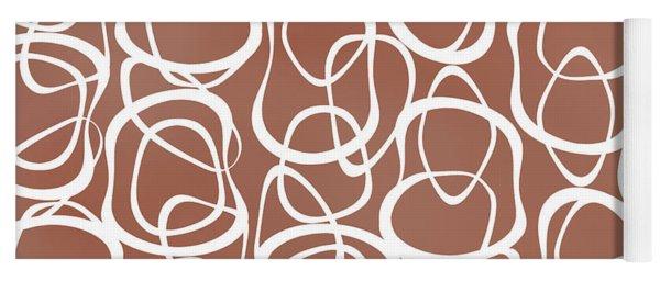 Interlocking - White On Coffee - Pattern Yoga Mat