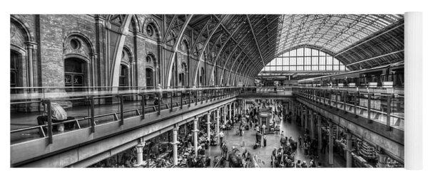 London St Pancras Station Bw Yoga Mat