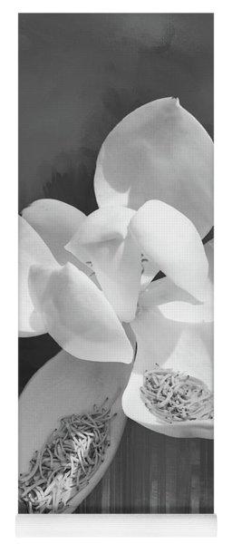 Magnolia En Noir Yoga Mat