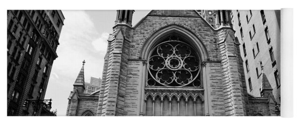 Nyc Holy Trinity Church - Black And White Yoga Mat