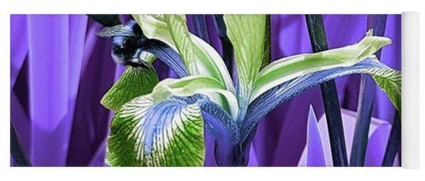 Bee Dreams In Violet Yoga Mat