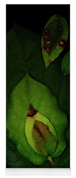 Salal Leaves Yoga Mat