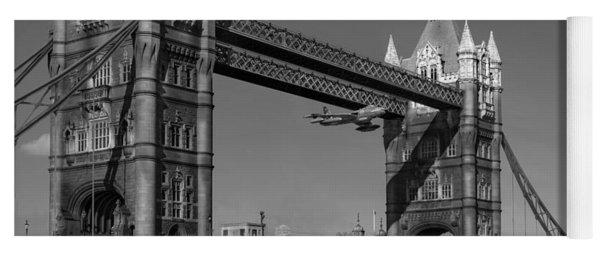 Seven Seconds - The Tower Bridge Hawker Hunter Incident Bw Versio Yoga Mat